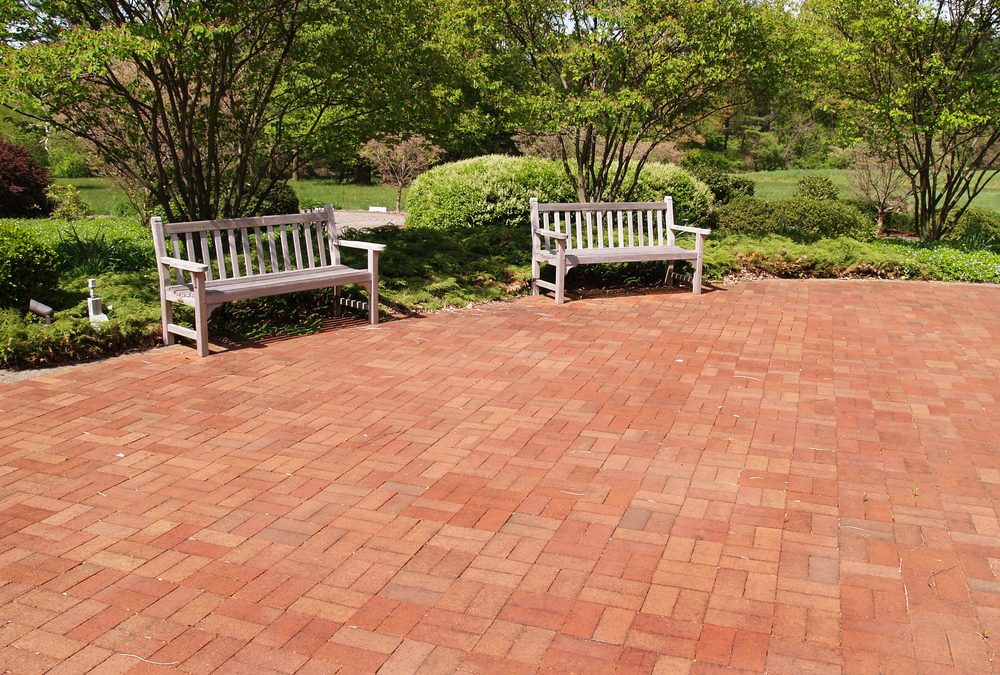 Brick Patio Patterns Compromise Between Contemporary & Traditional