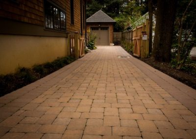 Stone paver driveway going along side of house