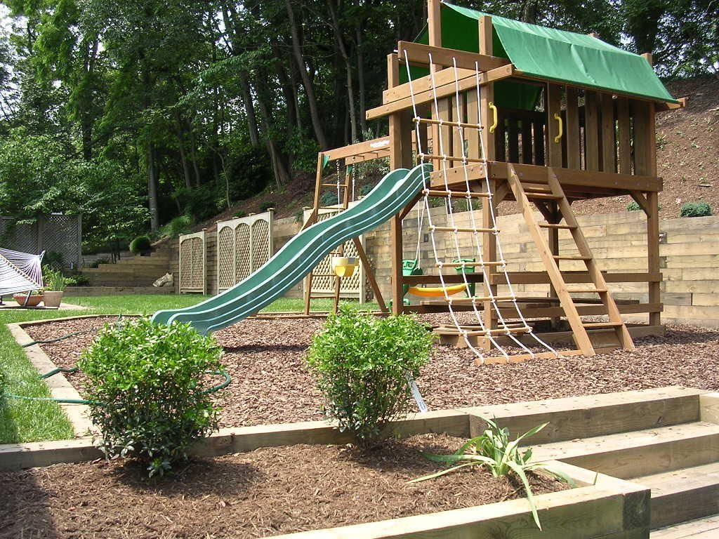 Wooden play area in mulch