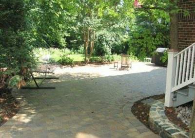 Stone paved driveway area at the side of the house